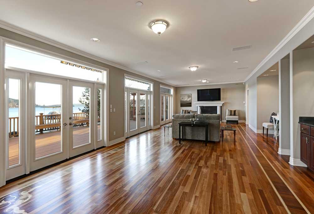 Beautiful modern livingroom with shiny hardwood floors